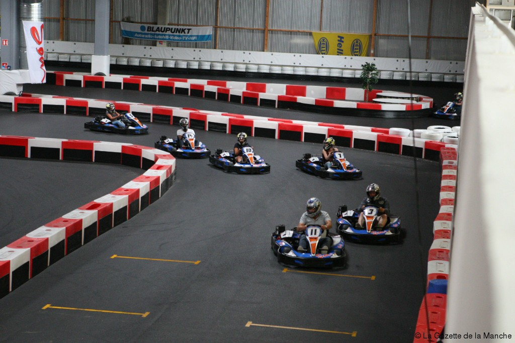 Avranches 8 000 m2 en int rieur karting et laser game for Go kart interieur